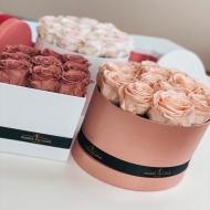 ¿𝐏𝐎𝐑 𝐐𝐔É 𝐑𝐄𝐆𝐀𝐋𝐀𝐑 𝐀𝐋𝐆𝐎 𝐄𝐅Í𝐌𝐄𝐑𝐎 𝐂𝐔𝐀𝐍𝐃𝐎 𝐏𝐔𝐄𝐃𝐄𝐒 𝐇𝐀𝐂𝐄𝐑𝐋𝐎 𝐄𝐓𝐄𝐑𝐍𝐎? 🌹Entra en nuestra shop (link en BIO 👆) y diseña la caja de rosas que sabes que le emocionará 💘#RosesToLove