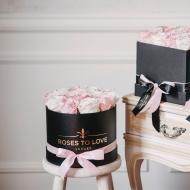 Nuestras cajas de rosas son un producto único, fruto de una esmerada selección de rosas especiales, cuidadas y tratadas con un mimo singular, y además con un aroma duradero que invadirá tu hogar ✨#rosestolove #rosaspreservadas #rosaseternas #eternityroses #regalosespeciales #surprise #roseslover #rosesinbox #entregaadomicilio