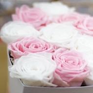 ¿Sabes que puedes combinar dos colores de rosas en un mismo arreglo? Visita nuestra web y personaliza tu caja, te asesoramos durante toda la compra y ahora, ¡con portes gratuitos! 🤍#rosestolove #rosaspreservadas #rosaseternas #eternityroses #regalosespeciales #regalarosas #rosasespaña #rosaspreservadasespaña #rosasonline #love #handmade #rosas #home #decohome #deco #nature #deco #decohome #vintage #vintagedeco #vintageinspo #inspodeco #home
